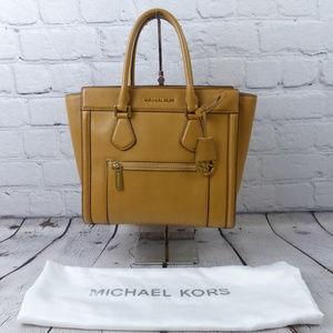 AUTHENTIC MICHAEL KORS Colette Satchel w Dust Bag